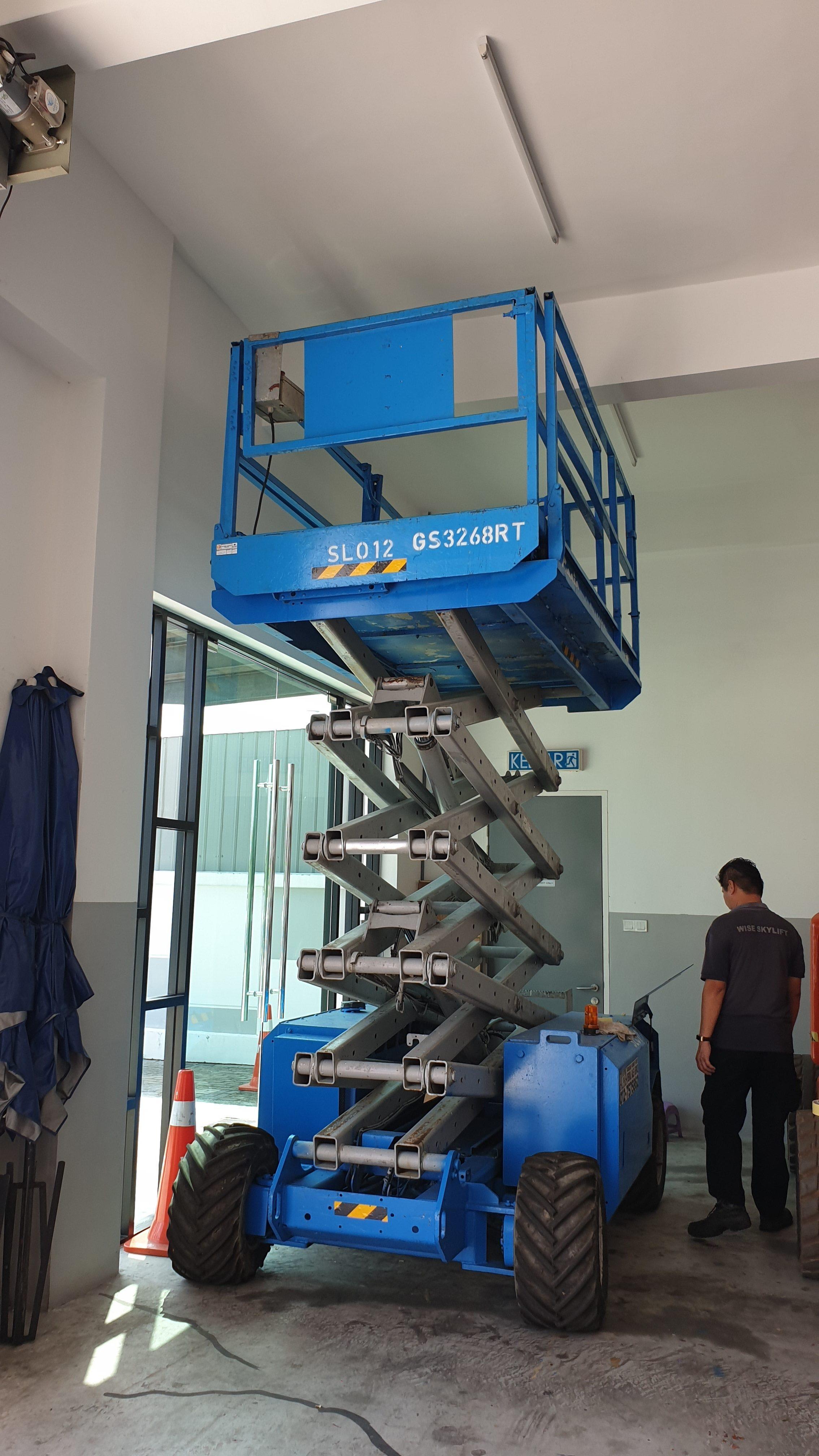 Genie Engine Scissor Lift